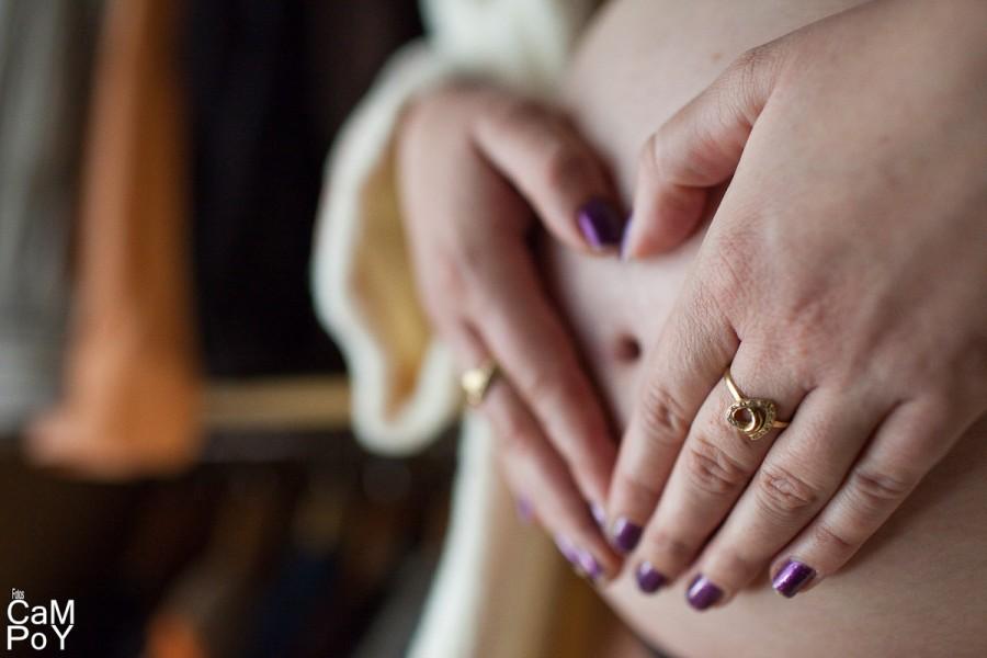 Laura-sesion-de-embarazada-en-casa-7
